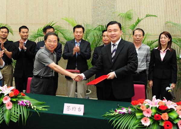 双方代表金帝集团李雄虎总裁,厦门广电集团邓小林副总裁签署战略合作图片