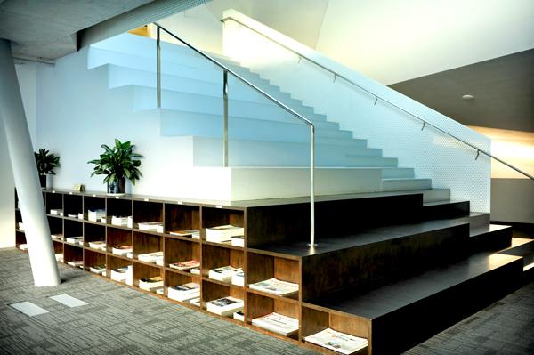 万科集团总部大楼在办公材料和建筑材料方面均采用了环保再生材料